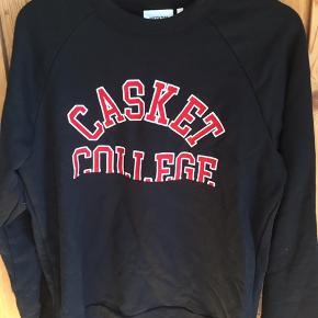 Næsten ny Weekday sweatshirt. Str medium. Ingen huller eller noget. Se min profil for mere