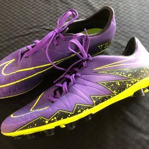 Nike Hypervenom AG fodboldstøvler str 46. Brugt en enkelt pga forkert str. Derfor næsten som nye.  Kan sendes med DAO uden omdeling for 38 kr.