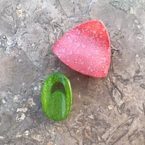 Pink hårpynt: 40,- (andre farver: rød) Grøn hårpynt: 35 ,- (andre farver: sort)  Minder om Pico eller Sui ava hårpynt 🍈🍡🍬