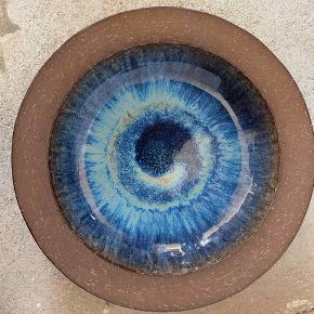 Retro Keramikfad i blå glasur fra Michael Andersen Nr 6140 Ø 25 cm