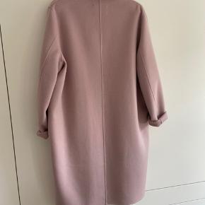 Super lækker frakke, aldrig brugt. Nypris 7000kr