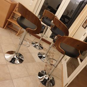 200 kr pr stol, alle 4 stole for 700 kr. God men brugt, brugstegene er lidt ridser