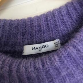 Oversize sweater fra Mango. Brugt og vasket enkelte gange, men i super fin stand!