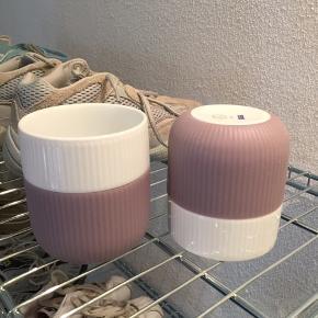 Royal Copenhagen kopper med lilla Brugt en gang, har derfor ikke æskerne til dsv Ingen fejl Prisen er samlet NP var 180kr pr kop