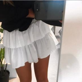 Sælger denne nederdel fra Neo noir. Ingen tegn på slid eller pletter! Byd:)