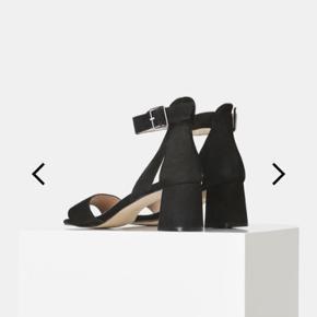 Overvejer at sælge min fine, klassiske høje sandaler fra shoe the Bear. Udelukkende pga. jeg ikke bruger dem - de er brugt max 2 gange. Deraf standen 🎊.   Ny pris 999,-. Gi et bud ☀️
