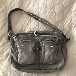 Sælger min nunoo alimakka taske Mener at nypris var 1200kr☺️ BYD