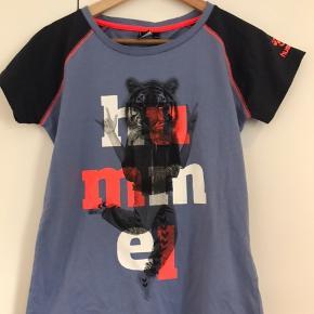 Helt ny T-shirt fra Hummel