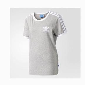 Fed basic t-shirt fra Adidas. Størrelse medium Bliver strøget inden salg. Byd