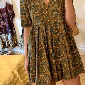 Paisley printet kjole fra Baum und Pferdgarten.