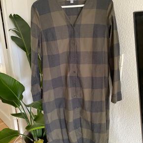 Lang skjortekjole fra Cos  Størrelse 36