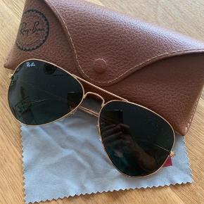 Ray-Ban Aviator solbriller. Aldrig brugt, kun prøvet på nogle gange.
