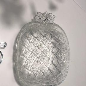Fine frugtformede skåle. Sælges samlet eller hver for sig.   Byd gerne :)