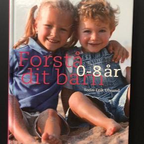 Bogen er købt brugt og fejler intet, ud over et par ridser i coveret.  Der er skrevet en hilsen til den oprindelige ejer, som ses på sidste billede.