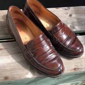 Hej 😊  - sælger de fineste Gabor lofers i str 37 til kun 100kr 🙌🏽❤️ brunt læder og virkelig elegante!