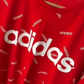 Adidas tee Str. M Aldrig brugt, kun vasket.