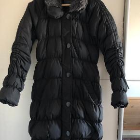 Free   Quent jakke - EU 36/S (men EU 38/M kan sagtens passe!)  Model: 165 cm.  BYD gerne!