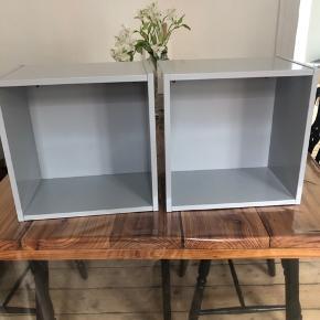 Bogkasser fra IKEA. Prisen er for begge.