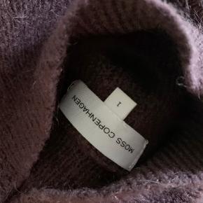 Super lækker strik fra Moss Copenhagen. Passer S-L. Lækker, varm blanding med 34 % uld (se billede)
