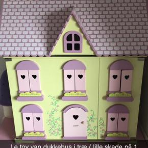 Le toy van dukkehus i træ, se info på første billede, skal afhentes i Haderslev 😊