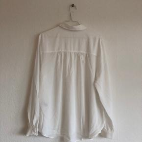 Hvid skjorte fra H&M, brugt én gang