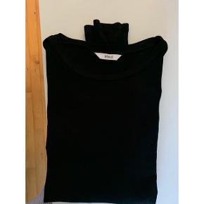 Envii sort trøje  Prisen er fast. Sender forsikret for +40kr ellers kan den afhentes på Grønttorvet 🎊