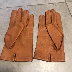 Er par fine Hestra handsker i str 9.  Deerskin