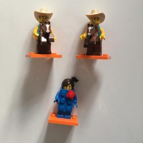 Mini figurer fra Lego:  - Ne. 15 fra serie 18.  - Nr. 15 fra serie 18.  - Nr. 3 fra serie 18.    Nye.  Pris pr. Stk. 15 kr.   Sender gerne.  Modtager kontant, bankoverførsel samt mobilepay.  Ingen dyr, ingen røg og ingen tørretumbling.