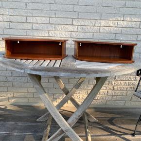 Retro natbord / sengebord / sidebord i teaktræ  Str. H 11, B 38, L 18 Teaktræ Lette brugsspor 2 stk Sælges samlet Kan sendes mod betaling