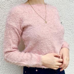 Fluffy pink sweatshirt ! Str s