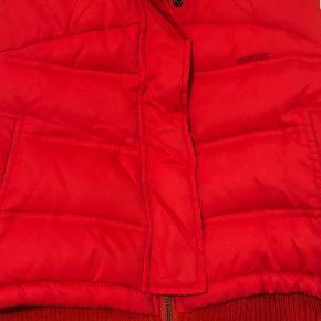 Vest Farve: Rød