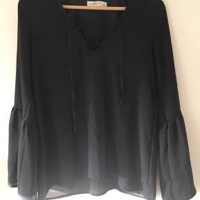 Smuk bluse. Oversize. Fitter også str S. Ubrugt