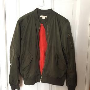 Bomber jakke fra h&m. Fin stand.