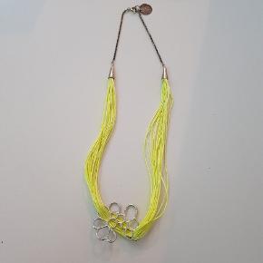 Den er slidt i kæden men virker. Har aldrig brugt den. Den er super fin. 🙂