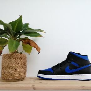 Nike Air Jordan 1 Mid 'Royal' (2020)  Boks haves til alle par 📦 Alle par er ubrugte 📈 Størrelser: 46 - 8 par haves  Kun 850,- pr par! Fast pris 📈