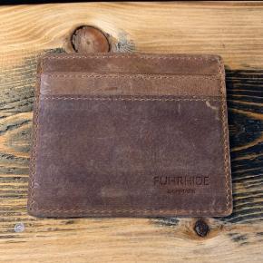 Kortholder i lædermateriale fra Fuhr home. Aldrig været brugt. RFID Protected
