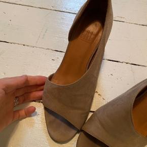 Fineste Billi bi sko, med en fin højde. Får dem desværre ikke brugt, så nu skal de videre.