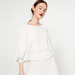 Bluse fra ZARA i to farver  Hvid er helt ny, og peach er ny med mærke. Ny pris 300