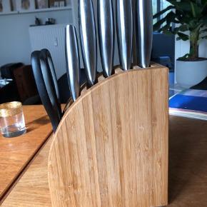 Velholdte køkkenknive - de er blevet slebet jævnligt og skærer godt!