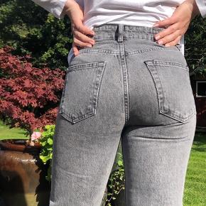 Jeans fra Zara Kan ikke se størrelsen. Men nok en Str. S, for de er lidt for små til mig.  Er selv 163cm og bruger medium i bukser.