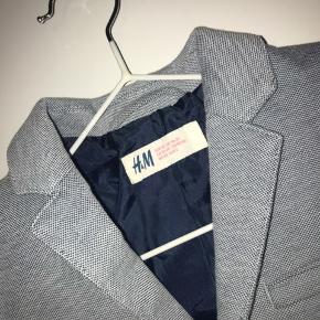 Habit jakke fra H&m str 92 Blå/hvid Super flot stand  Ekstra lag i blå på albuen