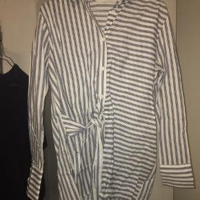 Fed skjorte fra Mango. Skjorten er brugt maks to gange. Er åben for bud:)