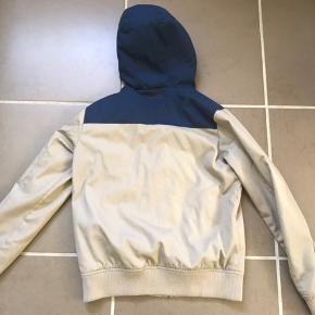 Sælger denne Teddy Smith jakke, og den er i virkelig god stand! Den er str 16 år, og passer ca til en str Small.