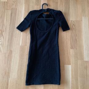 tætsiddende kjole Høj hals   Fest galla  #30dayssellout #trendsalesfund