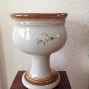 Michael Andersen porcelæns opsats i perfekt stand uden fejl.  H 20 Ø 16 cm.