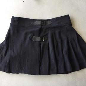 Den fineste nederdel a la skoleuniform fra Bonpoint voksen Egentlig en str xs men min datter brugte den fra hun var 10-12   (140-152 cm) NYPRIS 1800,-