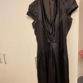 Silke kjole. Nypris: 2200,-