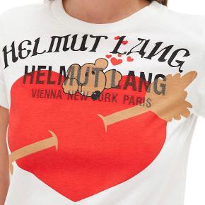 Den lækreste t-shirt. Aldrig brugt. Helmut lang baby tee.  Køber betaler Porto. Jeg handler kun ts og bytter ikke.😊