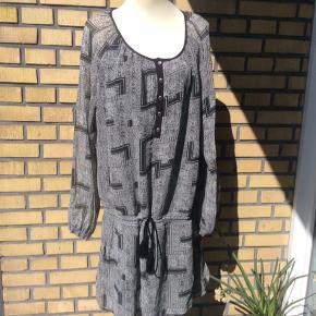 Kjole / tunika sort med grå i.