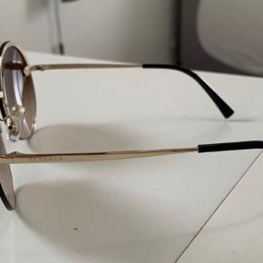 Versace solbriller, næsten ikke brugt. Kvittering medfølger